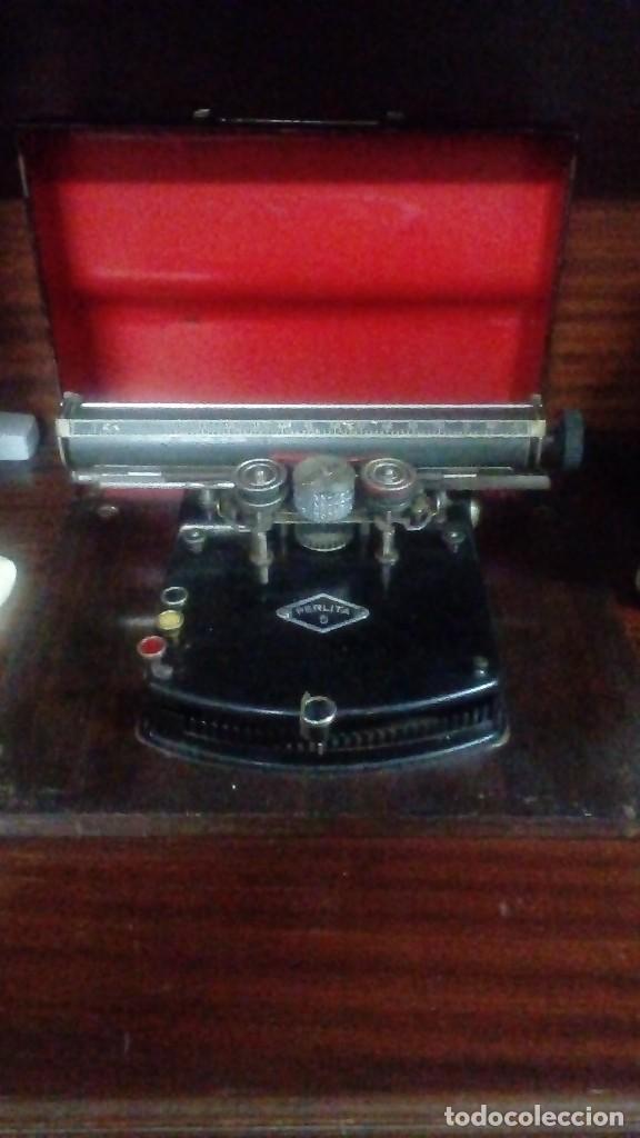 LA PRIMERA MAQUINA DE ESCRIBIR PORTATIL DE 1924 MARCA PERLITA 5 DE FABRICACIÓN ALEMANA (Antigüedades - Técnicas - Máquinas de Escribir Antiguas - Otras)