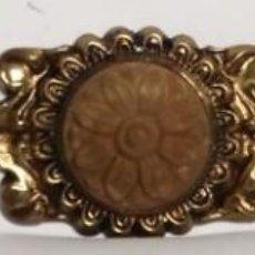 Antigüedades: ADORNO MEDIDANO BRONCE CON SOL MEDIDAS 14 CM X 2,7CM. Lote 153486306