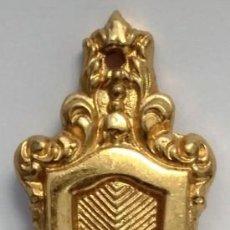 Antigüedades: COLGANTES SIN BOCALLAVES ORO BRILLO MEDIDAS 11 CM X 3 CM. Lote 153489274