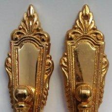 Antigüedades: 2 COLGANTES PEQUEÑOS SIN BOCALLAVES ORO BRILLO MEDIDAS 11,5 CM X 3 CM. Lote 153489942