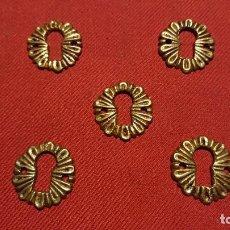 Antigüedades: ANTIGUO BOCALLAVE DE LATÓN / BRONCE / EMBELLECEDOR PARA CERRADURA AÑOS 40-50 . Lote 159030374