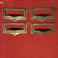 Antigüedades: ANTIGUO TIRADOR / TIRAFONDOS / TIRADORES / TARJETEROS DE LATÓN PARA CAJONES DE MUEBLE AÑOS 30-40. Lote 153506826
