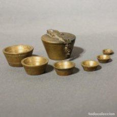 Antigüedades: ANTIGUOS PONDERALES PESAS DE BRONCE VASOS ANIDADOS COMPLETO. (BRD). Lote 153563382