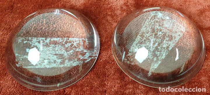 PAREJA DE LENTES DE AUMENTO CONVEXAS. SIGLO XX. (Antigüedades - Técnicas - Instrumentos Ópticos - Lupas Antiguas)