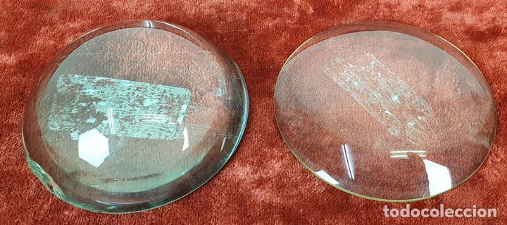 PAREJA DE LENTES DE AUMENTO. CONVEXAS. SIGLO XX. (Antigüedades - Técnicas - Instrumentos Ópticos - Lupas Antiguas)