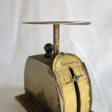 Antigüedades: MUY ANTIGUO PESO DE CARTERO DE ACERO REGULABLE, GRADUADO DE 0 A 100 GR.- GRAMM. CIRCA 1930. Lote 153692518
