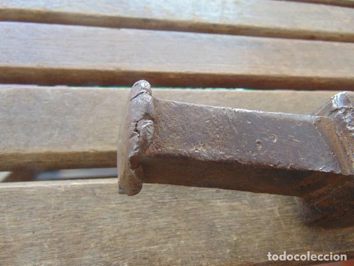 Antigüedades: ANTIGUO YUNQUE ??? TIPO COLA DE PEZ DE FORJA EN HIERRO, DE HOJALATERO O SIMILAR - Foto 2 - 153850034