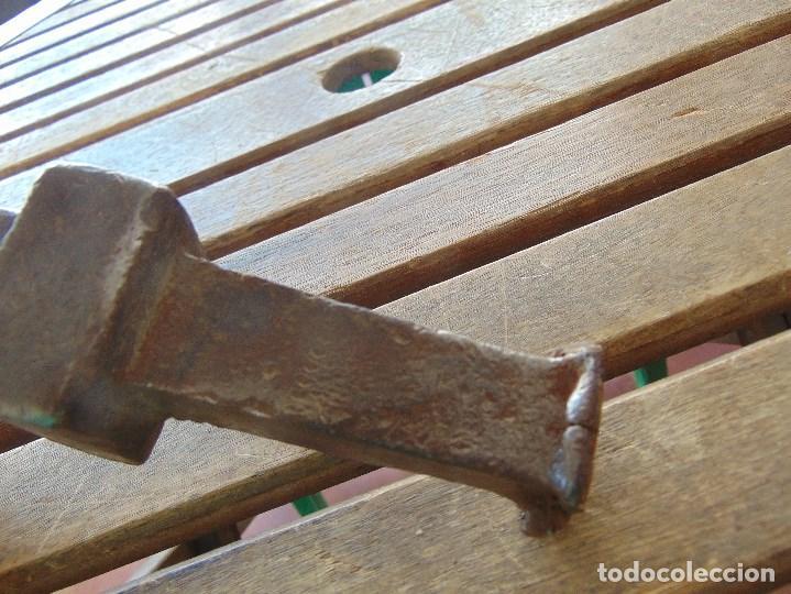 Antigüedades: ANTIGUO YUNQUE ??? TIPO COLA DE PEZ DE FORJA EN HIERRO, DE HOJALATERO O SIMILAR - Foto 8 - 153850034