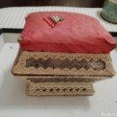 Antigüedades: ANTIGUO COSTURERO DE CRISTAL MUY DECORADO.. Lote 153878736