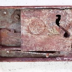 Antigüedades: CERRADURA DE PORTON EN FORJA SIGLO XVIII. Lote 153981234