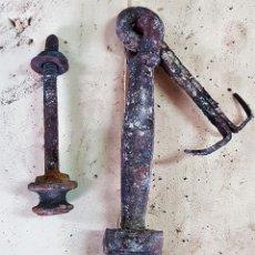 Antigüedades: ALDABA O LLAMADOR ANTIGUO EN HIERRO FORJADO SIGLO XVIII. Lote 153987170