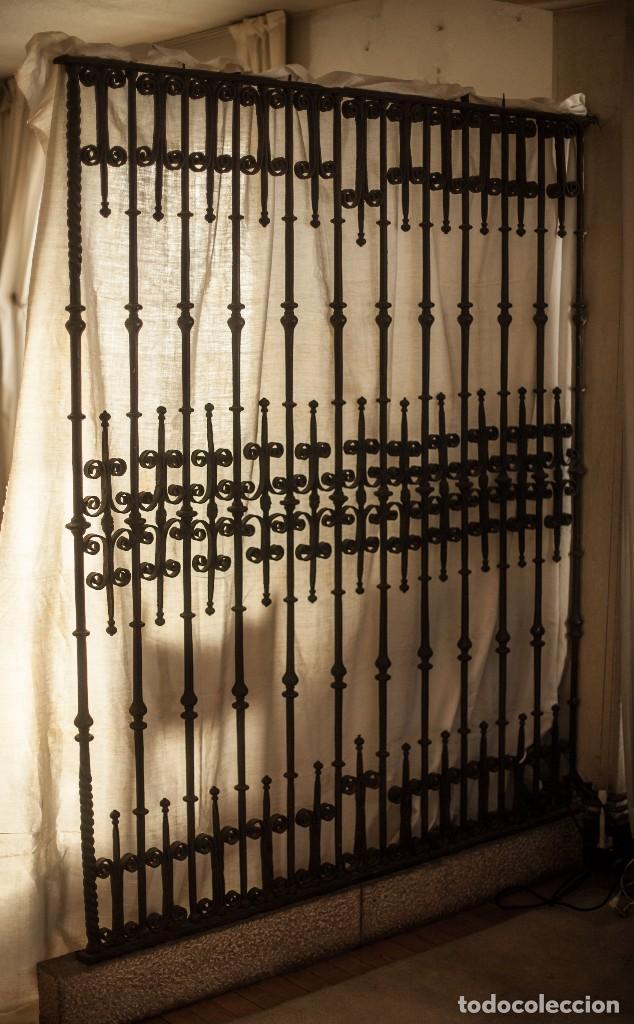 REJA VASCA DE FORJA ANTIGUA (SIGLO XVII) (Antigüedades - Técnicas - Cerrajería y Forja - Forjas Antiguas)