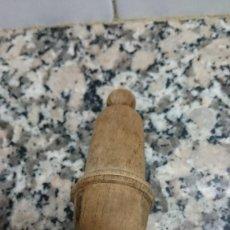 Antigüedades: ANTIGUO INTERRUPTOR PERA DE MADERA. Lote 153999630