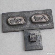 Antigüedades: DOS PLANCHAS, SELLOS DE METAL. . Lote 154015358