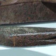 Antigüedades: FRENO O ESTRIBO DE GALERA DE HIERRO FORJADO, CARRUAJE, DE FORJA, ESPAÑA SIGLO XVII, MIDE 54 CMS. DE. Lote 154105786
