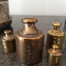 Antigüedades: JUEGO PESAS ANTIGUAS BRONCE MACIZO HOLANDESAS. Lote 154292582