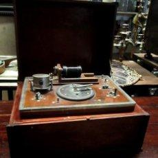 Antigüedades: MAQUINA MEDICA O CIENTIFICA AUTONOMA POR BATERIAS , POSIBLE ELECTROSOCK. Lote 154379698