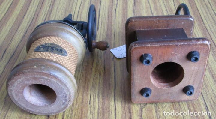 Antigüedades: PAREJA DE MOLINILLOS De madera y metal - Marcaje del redondo PEPPER - Son de adorno - Foto 3 - 154389846