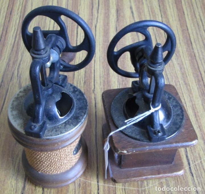 Antigüedades: PAREJA DE MOLINILLOS De madera y metal - Marcaje del redondo PEPPER - Son de adorno - Foto 5 - 154389846