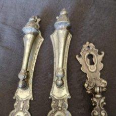 Antigüedades: TIRADORES DE BRONCE ANTIGUOS. Lote 154397038