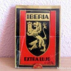 Antigüedades: IBERIA HOJAS AFEITAR EXTRA LUJO, EXPOSITOR CON 10 CAJAS PRECINTADAS 10 HOJAS CADA UNA TOTAL 100. Lote 154526338