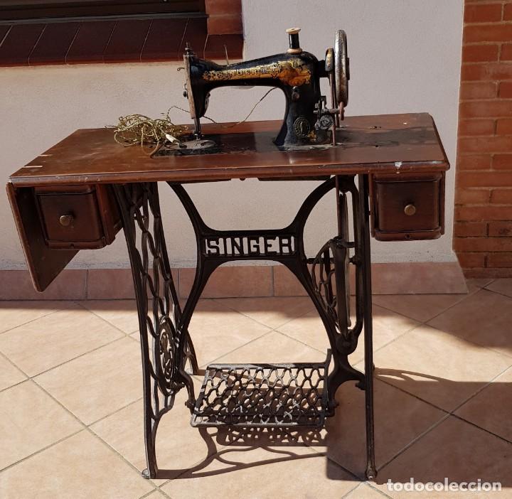 ANTIGUA MAQUINA DE COSER SINGER 15K DE 1907 CON PIE DE FORJA Y CUBIERTA (Antigüedades - Técnicas - Máquinas de Coser Antiguas - Singer)