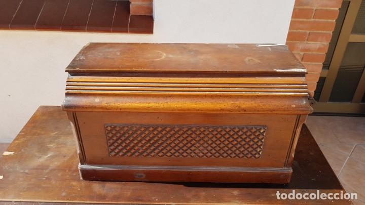 Antigüedades: Antigua maquina de coser Singer 15K de 1907 con pie de forja y cubierta - Foto 6 - 154612010