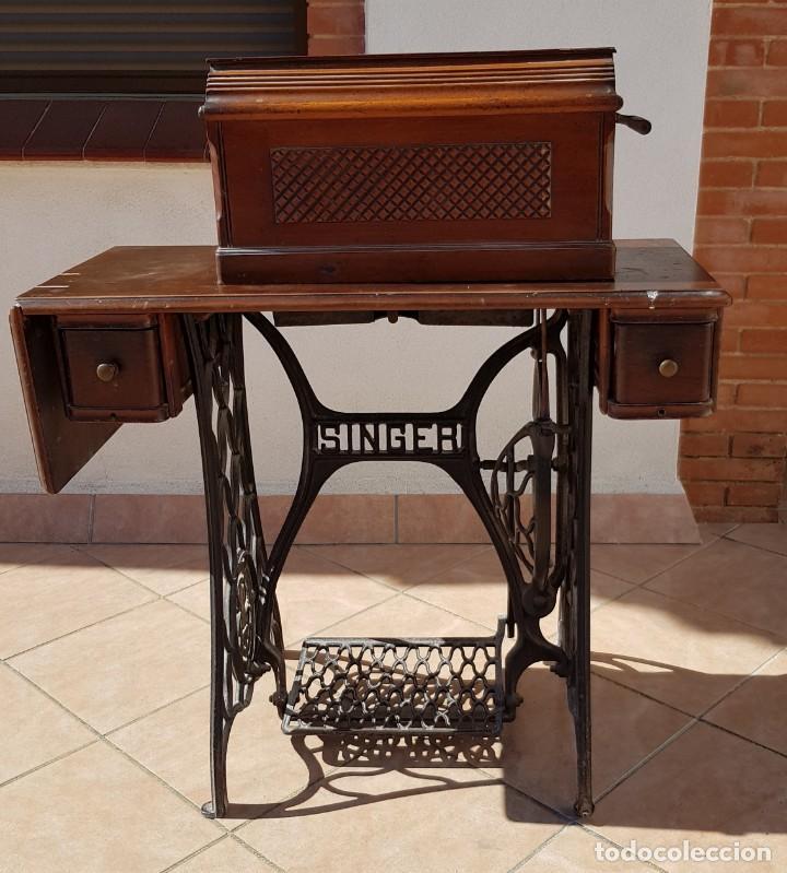 Antigüedades: Antigua maquina de coser Singer 15K de 1907 con pie de forja y cubierta - Foto 9 - 154612010
