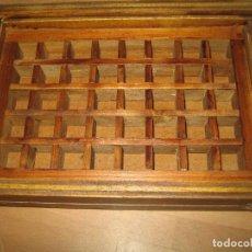 Antigüedades: IMPRENTA, CAJA DE MADERA CON 40 APARTADOS, CON TAPA METACRILATO. Lote 214941441