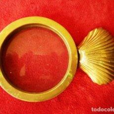 Antigüedades: ANTIGUA LUPA DE BRONCE CON MANGO EN FORMA DE CONCHA . Lote 154801622