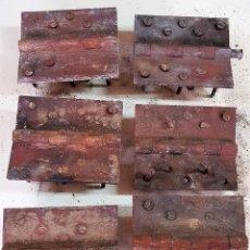 Antigüedades: LOTE DE 6 BISAGRAS DE PORTON 18 X 15 CM. Lote 154876666