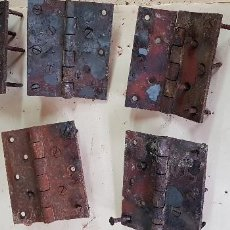 Antigüedades: LOTE DE 5 VISAGRAS DE PORTON FORJA 14 X 12 CM. Lote 154876674