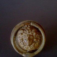 Antigüedades: ALDABA CABEZA DE MEDUSA. Lote 154926602