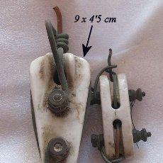 Antigüedades: LOTE DE DOS AISLADORES DE PORCELANA ANTIGUOS. Lote 154964386