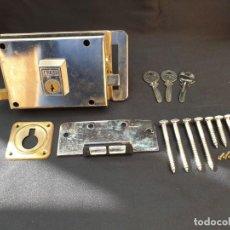 Antigüedades: CERRADURA AZBE DE SUPERPONER. COMPLETA. Lote 155011594