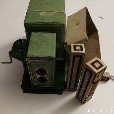 Antigüedades: ANTIGUO CINE NIC CINE NIC EN CARTON Y MADERA 1940 APROX BUEN FUNCIONAMIENTO MAS 8 PELICULAS . Lote 155052842