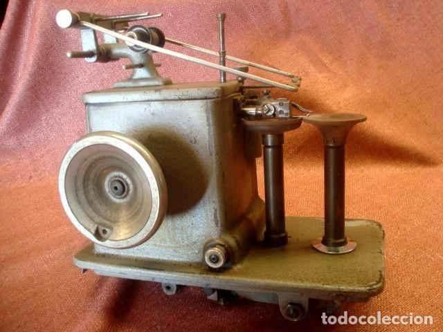 Antigüedades: Maquina industrial antigua de coser pieles, marca Albin Porkert - Foto 2 - 155117046