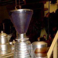 Antigüedades: MOLINILLO DE CAFE ANTIGUO AÑOS 60. MARCA LOCENRY . Lote 155118178