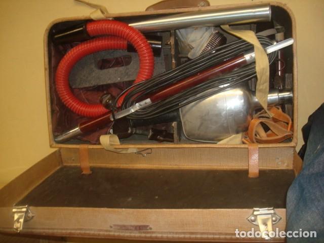Antigüedades: Aspiradora de los años 40, marca Cadet, en su maleta original - Foto 8 - 155119302