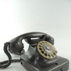 Teléfonos: ANTIGUO TELÉFONO DE BAQUELITA NEGRO AÑOS 30 - 40 EXCELENTE PIEZA DE DECORACIÓN. Lote 155186114