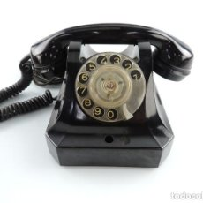 Teléfonos: ANTIGUO TELÉFONO DE BAQUELITA NEGRO AÑOS 60 VINTAGE AUTENTICO EXCELENTE PIEZA DE DECORACIÓN. Lote 155186134