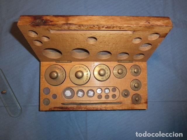 Nº23 ANTIGUA CAJA CON 8 PESAS EN BRONCE 100% ORIGINAL (Antigüedades - Técnicas - Medidas de Peso Antiguas - Otras)