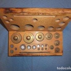 Antigüedades: Nº23 ANTIGUA CAJA CON 8 PESAS EN BRONCE 100% ORIGINAL. Lote 155214170