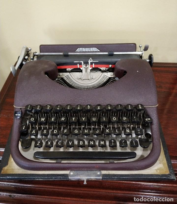 MÁQUINA DE ESCRIBIR PORTÁTIL MARCA PATRIA. FUNCIONANDO. (Antigüedades - Técnicas - Máquinas de Escribir Antiguas - Patria)
