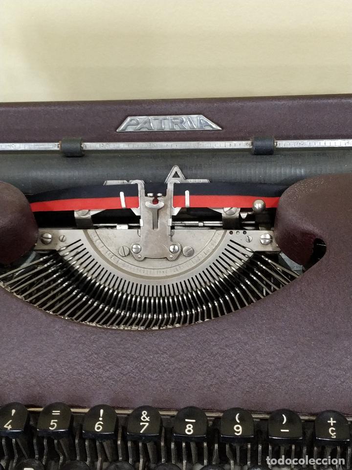 Antigüedades: Máquina de escribir portátil marca Patria. Funcionando. - Foto 3 - 155222490