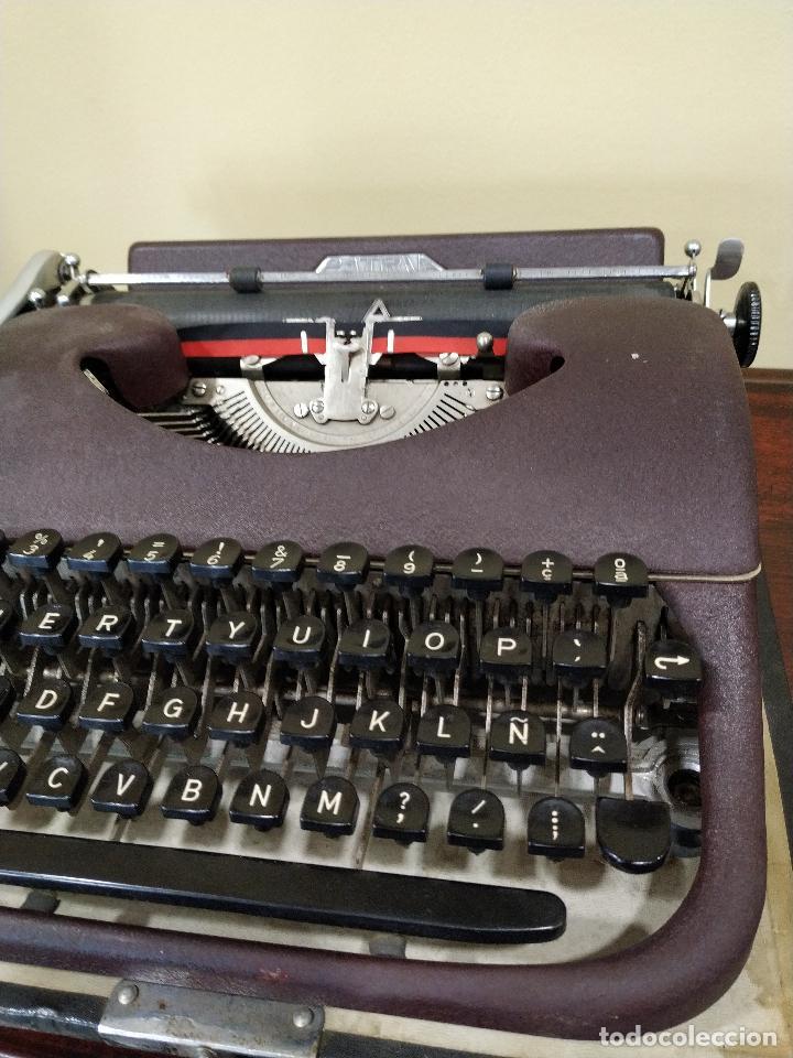 Antigüedades: Máquina de escribir portátil marca Patria. Funcionando. - Foto 4 - 155222490