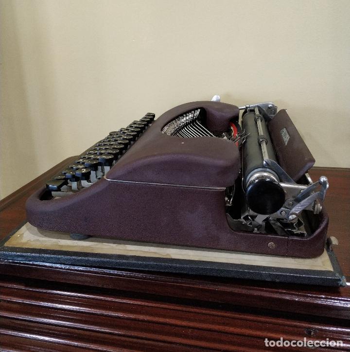 Antigüedades: Máquina de escribir portátil marca Patria. Funcionando. - Foto 5 - 155222490
