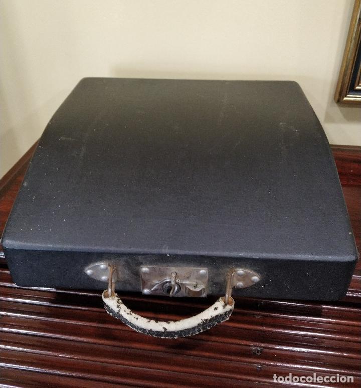Antigüedades: Máquina de escribir portátil marca Patria. Funcionando. - Foto 8 - 155222490