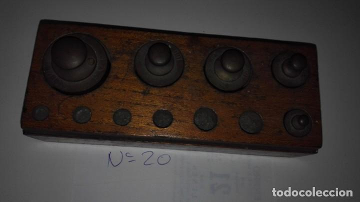 Nº20 ANTIGUA CAJA CON 5 PESAS EN BRONCE 100% ORIGINAL (Antigüedades - Técnicas - Medidas de Peso Antiguas - Otras)