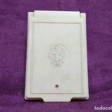Antigüedades: CAJITA DE ASEO O AFEITAR DE VIAJE, LOGOTIPO DE AGUILA Y CRUZ, CON ESPEJO, VINTAGE. Lote 155279366
